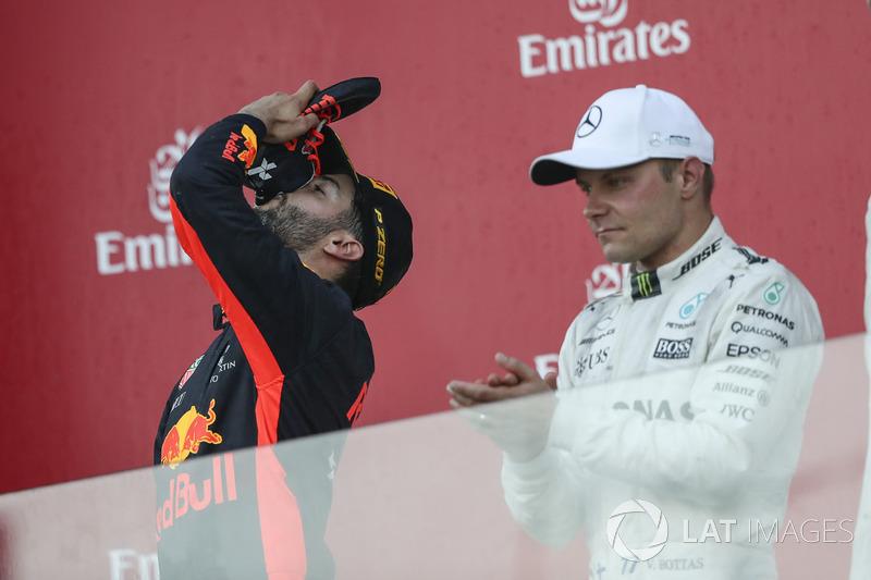 Daniel Ricciardo, Red Bull Racing celebra, Valtteri Bottas, Mercedes AMG F1