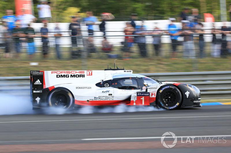 3. №1 Porsche Team, Porsche 919 Hybrid: Андре Лоттерер, Ник Тэнди, Нил Джани