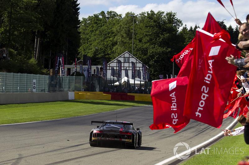 Ganador de la carrera #25 Audi Sport Team Sainteloc Racing Audi R8 LMS: Markus Winkelhock, Christopher Haase, Jules Gounon