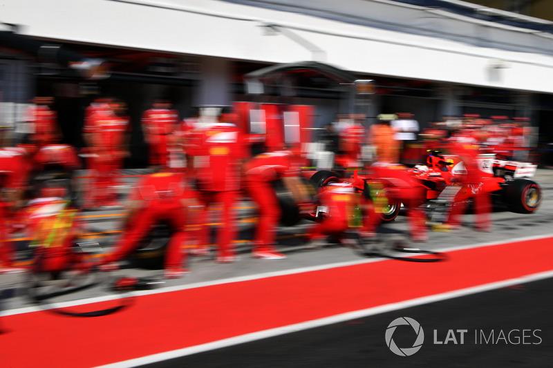 Charles Leclerc, Ferrari SF70H pit stop