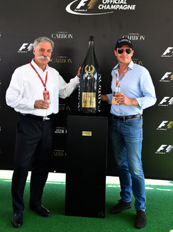 Chase Carey, Director Ejecutivo y Presidente Ejecutivo de  Formula One Group y Alex Mea