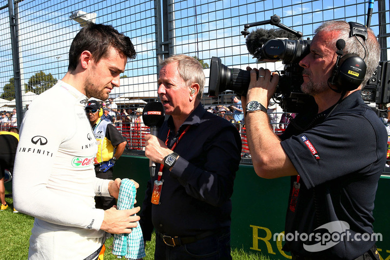 Jolyon Palmer, Renault Sport F1 Team; Martin Brundle, Sky Sports