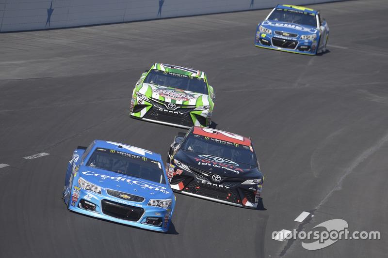 Kyle Larson, Chip Ganassi Racing, Chevrolet; Matt Kenseth, Joe Gibbs Racing, Toyota; Kyle Busch, Joe Gibbs Racing, Toyota