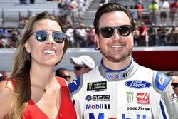Kurt Busch, Stewart-Haas Racing, Ford; mit Ehefrau Ashley van Metre