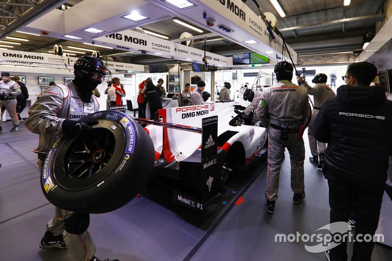 #1 Porsche Team Porsche 919 Hybrid, in the garage