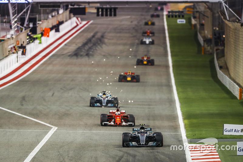 Valtteri Bottas, Mercedes F1 W08, Sebastian Vettel, Ferrari SF70H, Lewis Hamilton, Mercedes F1 W08,
