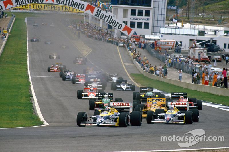 Nelson Piquet, Williams FW11B Honda y Nigel Mansell, Williams FW11B Honda, lideran a  Ayrton Senna, Lotus 99T Honda, al inicio