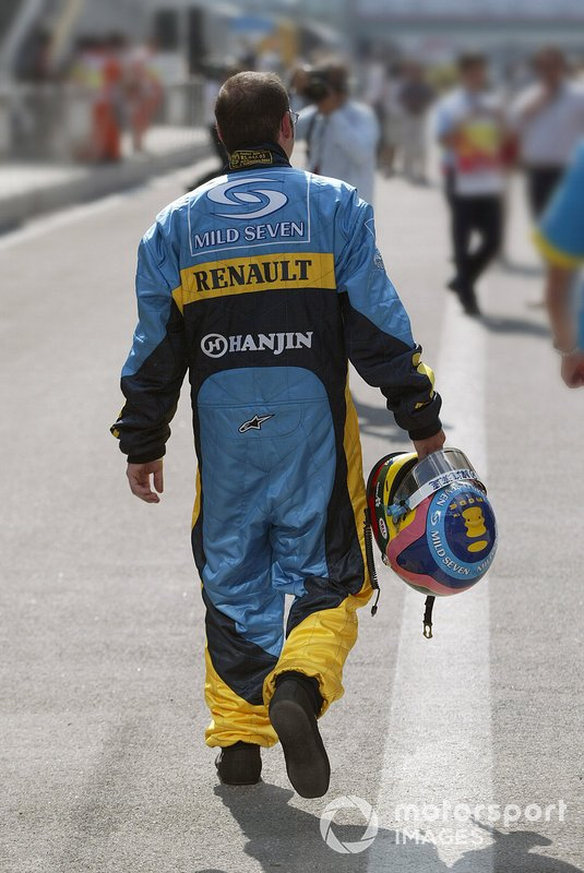 Jacques Villeneuve, Renault F1 Team. back with his trademark baggy overalls