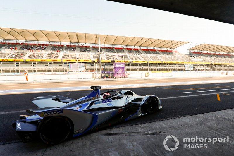 Edoardo Mortara Venturi Formula E, Venturi VFE05 exits the pit lane