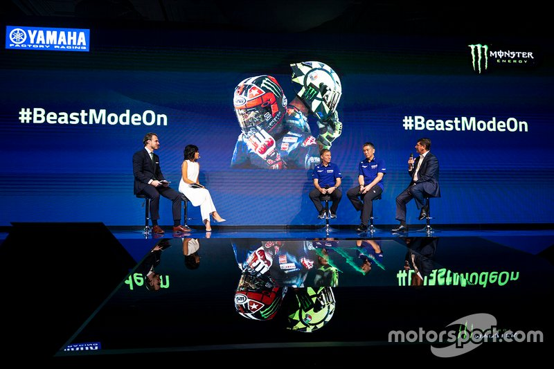 Lin Jarvis, director de Yamaha Factory Racing, Kouichi Tsuji, Presidente de Yamaha Motor Racing, Mitch Covington, vicepresidente de marketing de Monster Energy