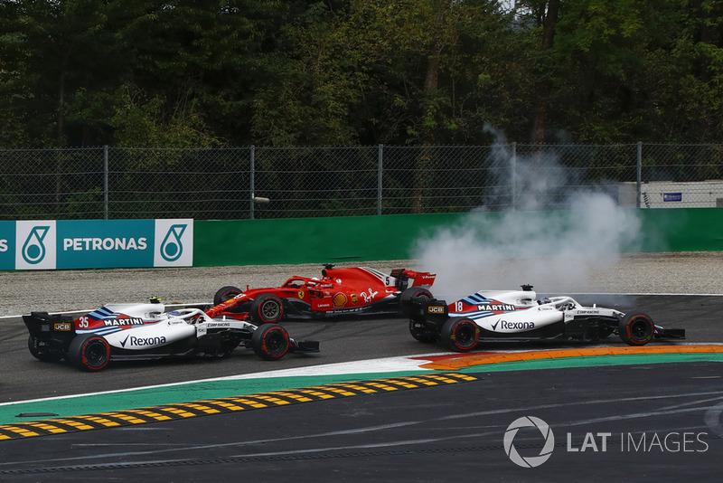 Sebastian Vettel, Ferrari SF71H melintir setelah senggolan dengan Lewis Hamilton, Mercedes AMG F1 W09
