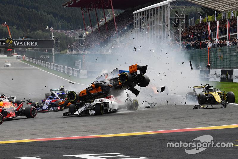 Kecelakaan tikungan pertama GP Belgia 2018 melibatkan Fernando Alonso, Nico Hulkenberg, dan Charles Leclerc