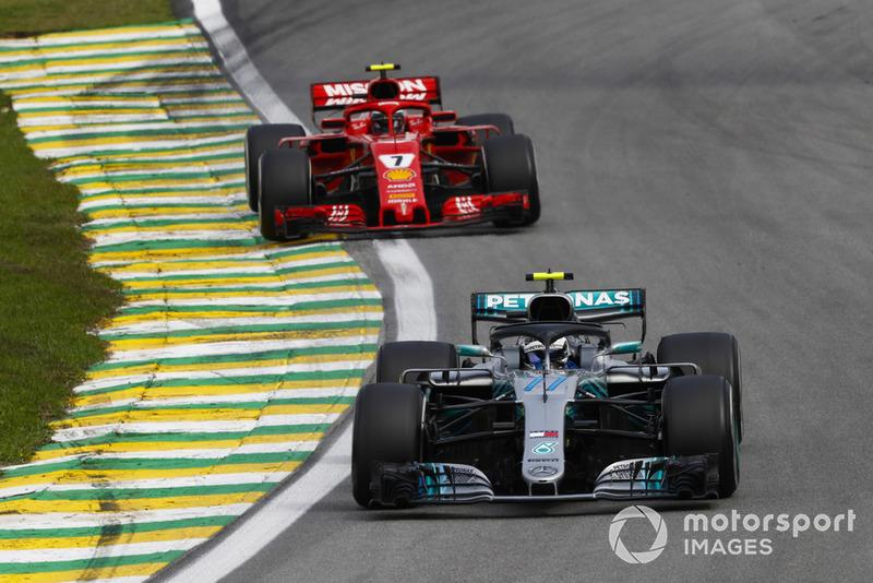 Valtteri Bottas, Mercedes AMG F1 W09, leads Kimi Raikkonen, Ferrari SF71H.