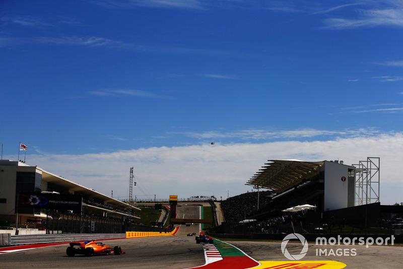Brendon Hartley, Toro Rosso STR13, Stoffel Vandoorne, McLaren MCL33