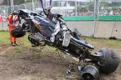 McLaren MP4-31 Фернандо Алонсо после аварии
