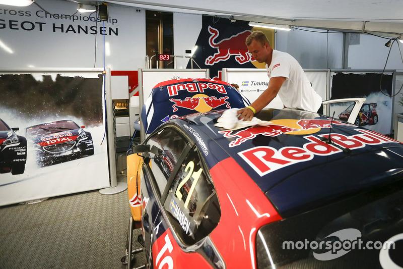 Team Peugeot Hansen garage