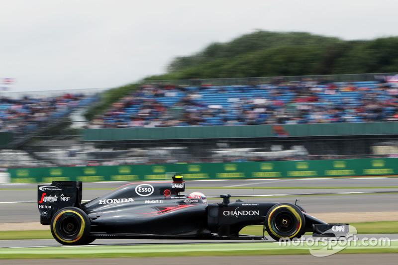 17: Jenson Button, McLaren MP4-31
