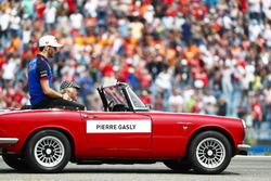 Pierre Gasly, Toro Rosso, tijdens de rijdersparade