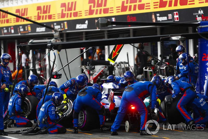 Brendon Hartley, Toro Rosso STR13, pit stop