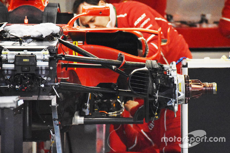 Suspensión frontal del coche Ferrari SF70H de Kimi Raikkonen