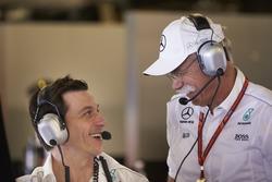 Toto Wolff, directeur exécutif Mercedes AMG F1, et le Dr Dieter Zetsche, PDG de Mercedes Benz