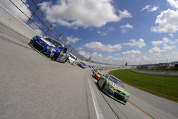Start: Dale Earnhardt Jr., Hendrick Motorsports Chevrolet, Chase Elliott, Hendrick Motorsports Chevr