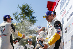 #4 Corvette Racing Chevrolet Corvette C7.R, GTLM: Oliver Gavin, Tommy Milner, Champagne
