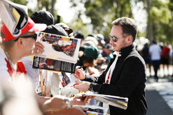 Christian Horner, Takım Patronu, Red Bull Racing, imza dağıtıyor