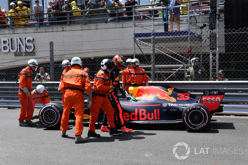 Max Verstappen, Red Bull Racing RB14 na crash