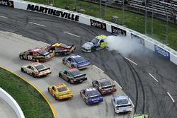 Crash: Clint Bowyer, Michael Waltrip Racing Toyota; Jeff Gordon, Hendrick Motorsports Chevrolet; Jimmie Johnson, Hendrick Motorsport Chevrolet