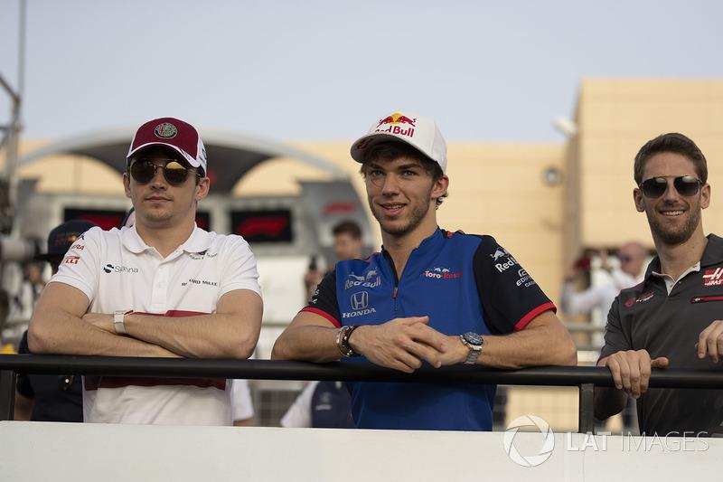 Charles Leclerc, Sauber, Pierre Gasly, Scuderia Toro Rosso y Romain Grosjean, Haas F1 en el desfile de pilotos