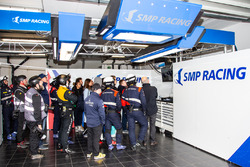 Garaje de #35 SMP Racing Dallara P217 - Gibson: Victor Shaitar, Egor Orudzhev, Matevos Isaakyan