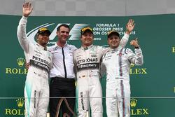 Lewis Hamilton, Mercedes AMG F1, il vincitore della gara Nico Rosberg, Mercedes AMG F1 e Felipe Massa, Williams, festeggiano sul podio