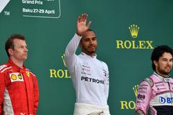 Podium: ganador, Lewis Hamilton, Mercedes-AMG F1, segundo, Kimi Raikkonen, Ferrari, tercero, Sergio Pérez, Force India