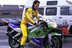 Michael Schumacher, Benetton, di atas motor Kawasaki ZXR400