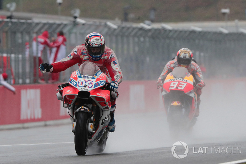Переможець гонки Андреа Довіціозо, Ducati Team, друге місце Марк Маркес, Repsol Honda Team