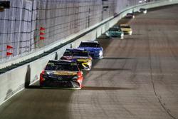 Martin Truex Jr., Furniture Row Racing Toyota, Kyle Busch, Joe Gibbs Racing Toyota, Kyle Larson, Chip Ganassi Racing Chevrolet final laps