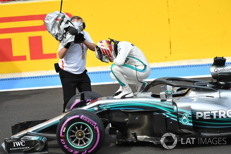 Pole: Lewis Hamilton, Mercedes-AMG F1, parc ferme