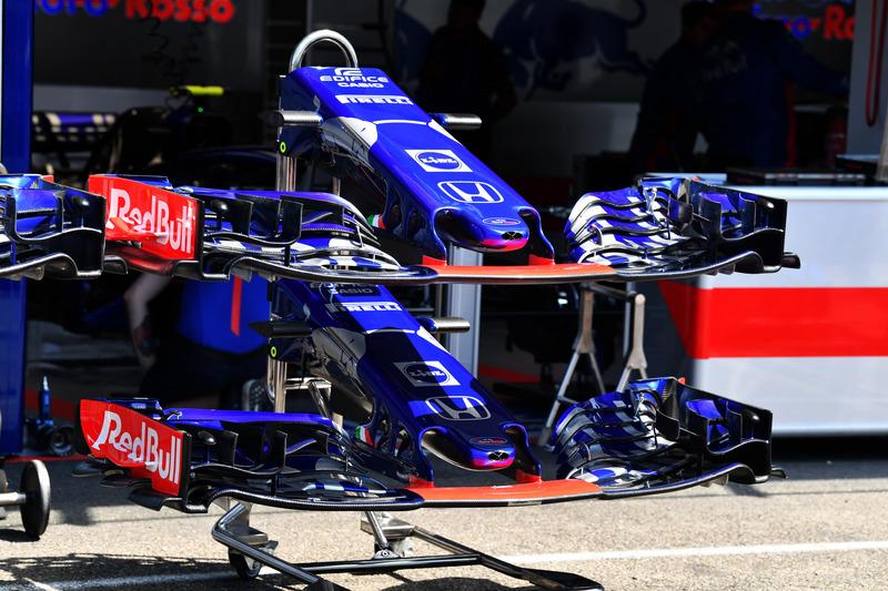Nez et aileron avant de la Scuderia Toro Rosso STR13