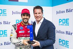 Lucas di Grassi, Audi Sport ABT Schaeffler, Pole Pozisyonu ödülünü alıyor