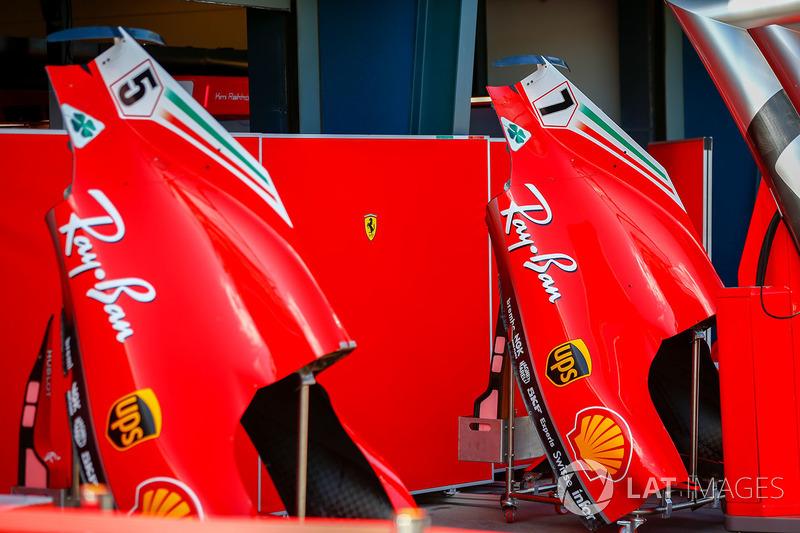 Les capots moteur des voitures de Sebastian Vettel, Ferrari et Kimi Raikkonen, Ferrari