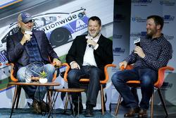 Dale Jarrett, Tony Stewart, Dale Earnhardt Jr., Hendrick Motorsports Chevrolet