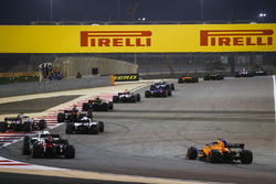 Sergey Sirotkin, Williams FW41 Mercedes, Charles Leclerc, Sauber C37 Ferrari, and Stoffel Vandoorne, McLaren MCL33 Renault, chase the pack at the start