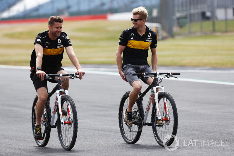 Nico Hulkenberg, Renault Sport F1 Team, bersepeda mengelilingi lintasan