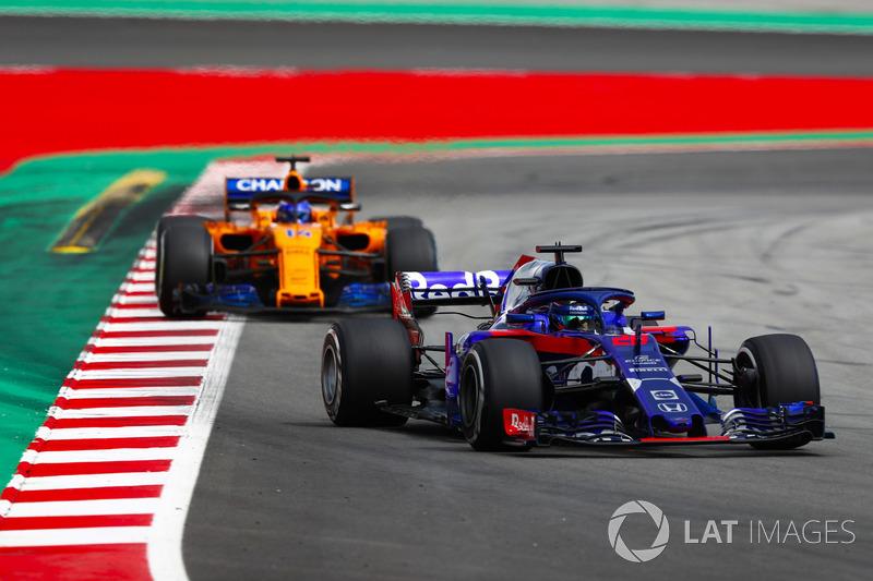 Brendon Hartley, Toro Rosso STR13, Fernando Alonso, McLaren MCL33