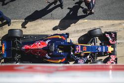 De Scuderia Toro Rosso STR11 van Max Verstappen, Scuderia Toro Rosso in de pitstraat