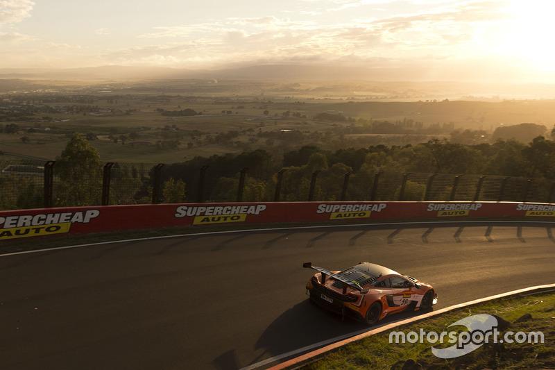 #3: McLaren 650S: Shane van Gisbergen, Alvaro Parente, Jonathon Webb