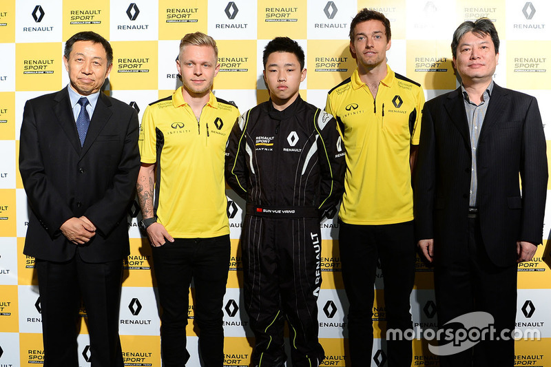 Презентация гонщиков программы Renault Sport Academy