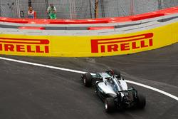 Lewis Hamilton, Mercedes AMG F1 W07 Hybrid gaat breed