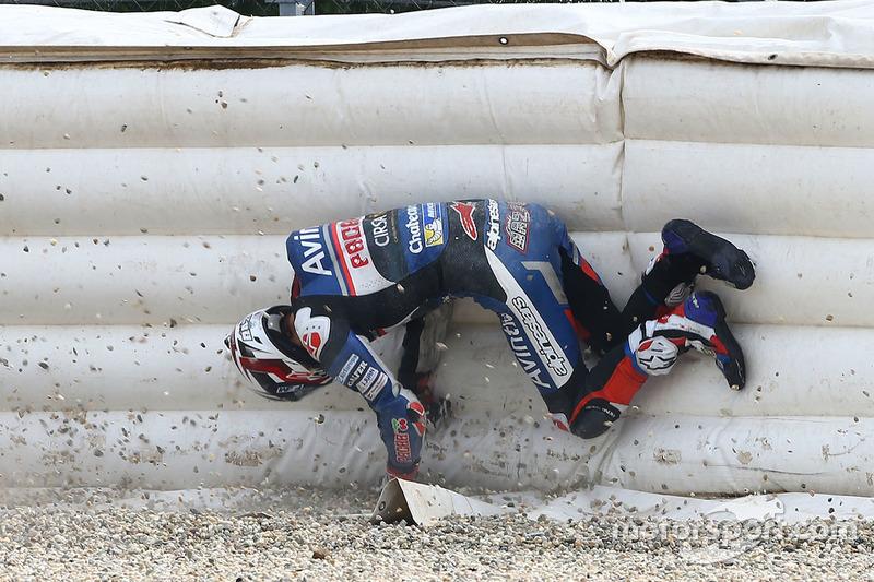 2. Accidente de Loris Baz, Avintia Racing